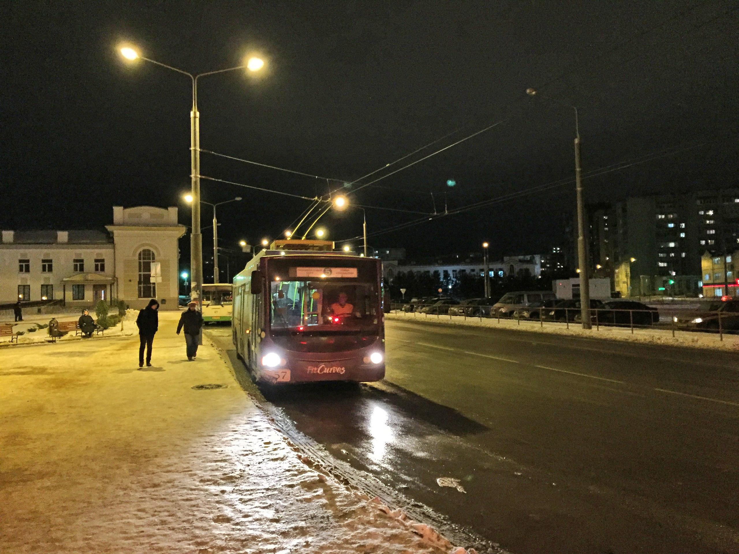 Троллейбус №5. Остановка: Ж/д вокзал