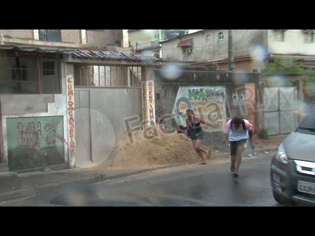 Veja desespero de moradores no meio de tiroteio em comunidade da Zona Oeste do Rio