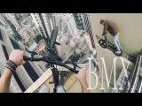 Экстремальный заезд на BMX по краю одного из небоскребов в Гонконге.