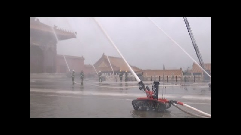 Китайские роботы пожарные Chinas New Firefighting Robots Take Part in Fire Drill
