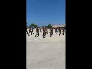 Боевые упражнения курсантов на строевом плацу Военно-морского колледжа