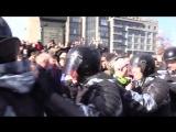 Видео - Политика - Видео жестких задержаний на антикоррупционном митинге на Тверской