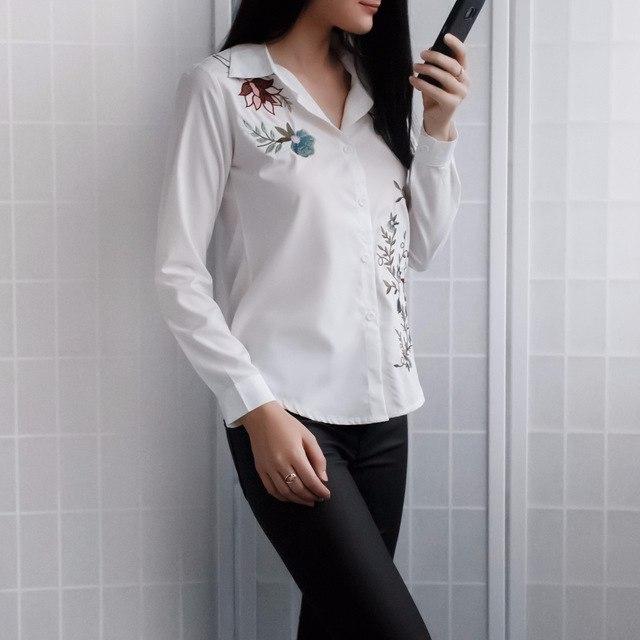 Симпатичная блузка с вышивкой