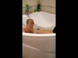а когда-то и мы с братом так купались)) эх, детство, куда ж ты ушло))