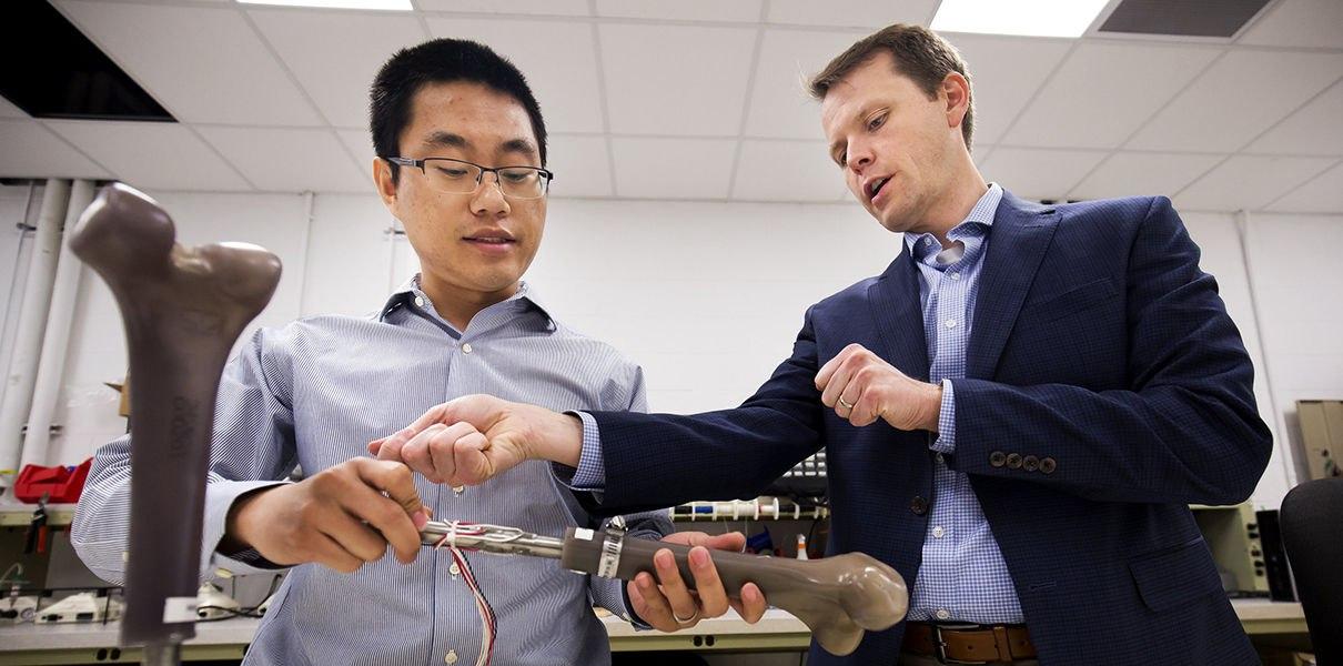 pY0-VXNXLvw Ученые ВМФ США разрабатывают умные протезы ног