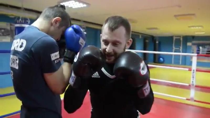 14TV - Школа бокса и кикбоксинга - Смещение с линии атаки.360
