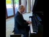 Путин наигрывает трек Snoop Doga