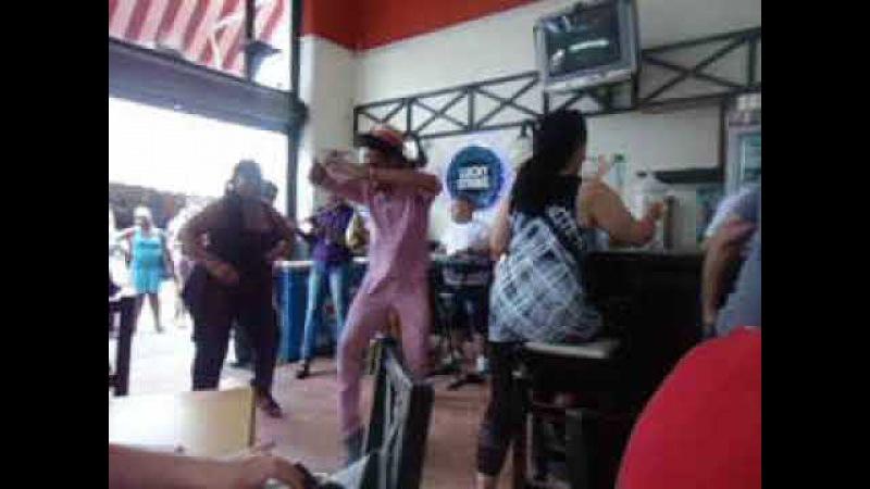Куба. Кафе в старой Гаване. Живая музыка.