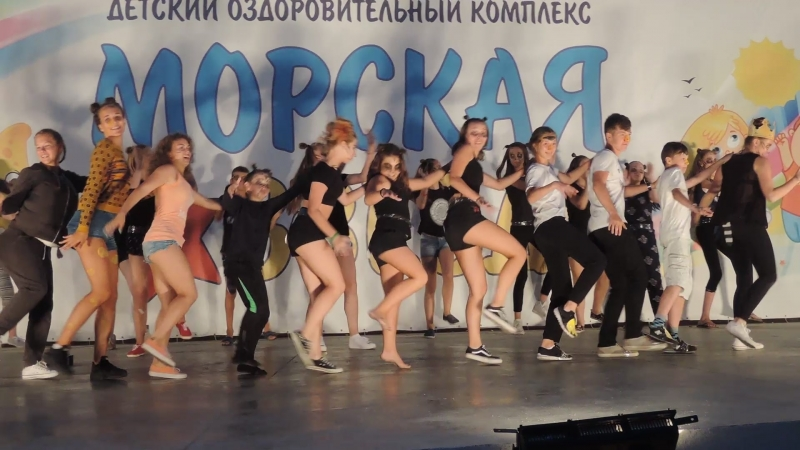 2017-08-15 Праздник дружбы народов - танец Мадагаскар
