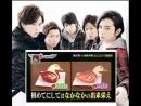 Тома и Дзюн лебедя вырезают из яблока ^ _ ^