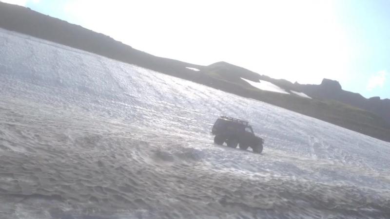Дороги - только направление. Туда едешь одним путем, а возвращаешься - на месте ледника уже озеро за день подтаяло.