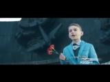 Дети поют песню Десятый наш десантный батальон