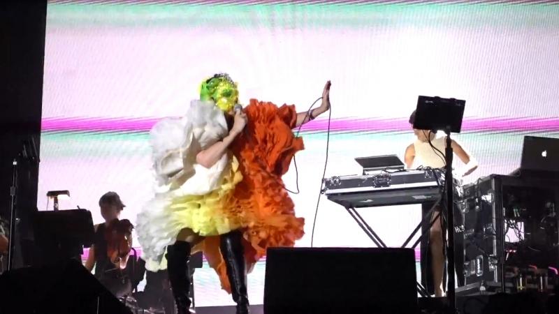 Björk - Quicksand - live at FYF Fest 2017 (aud.rec. - POOR sound) - Bjork