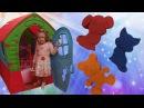 Лиза играет с Кинетическим Песком Kinetic Sand for kids Учим цвета на английском языке