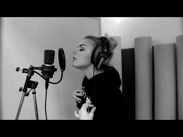 Tallia Storm performs 'BREAK IT' - LIVE in the studio (Stripped)
