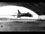 Самые рискованные моменты пилотов на самолетах Most shocking fighter jets low flyover