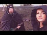 Вика Гранд поёт с уличным музыкантом