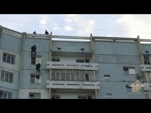 СОБР брал штурмом нарко-сбытчиков оперативная съёмка