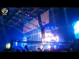 На концерте у Oxxxymirona в Олимпийском парень залез на кран (#NR)