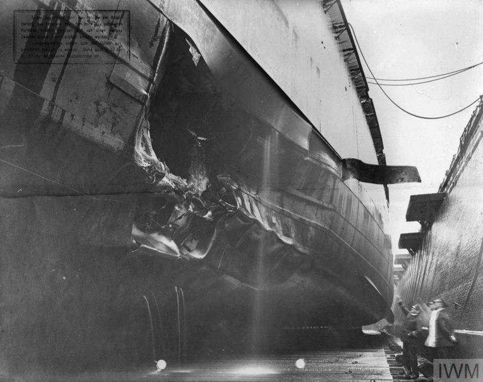 Линкор Кронпринц в доке Вильгельмсхафена 6 ноября 1916г.Кораблю прилетело с ПЛ J 1 (коммандер Ноэль Лоренс) у Хорнс рифа днем ранее.Принято 250 тонн воды,скорость снизилась до 17-19уз