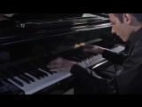 Парень играет на пианино песню Майкла Джексона как Бог!