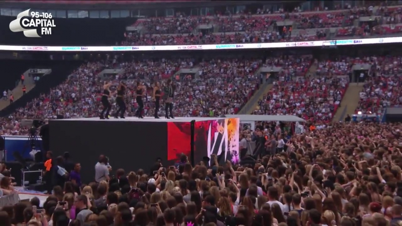 Hailee Steinfeld Starving ft. Zedd (Live At Capitals Summertime Ball 2017)