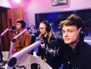 Когда Софи, Люк и Томас на радио Disney   Я: Мам, они на радио!   The Lodge