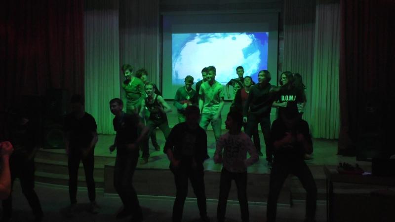 Танец подростков.