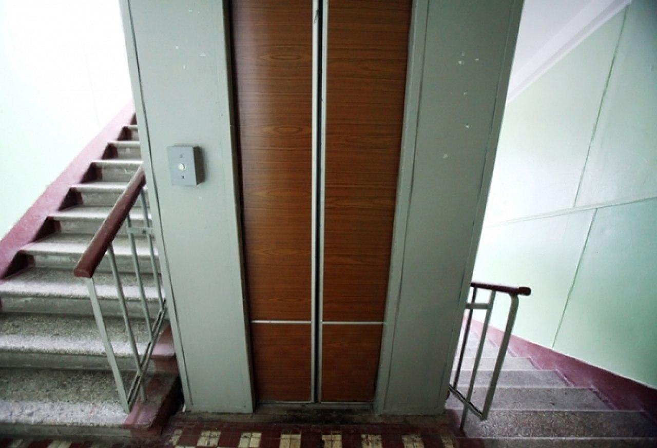 Россиянку и ее шестимесячного сына раздавил лифт 66
