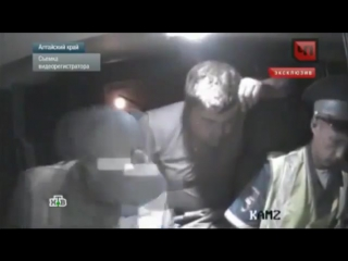 Видео нападения с ножом на сотрудников ДПС один полицейский погиб