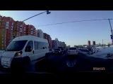 В понедельник, 6 февраля, на улице Большой в Рязани чуть не произошло ДТП из-за автокрана. Запись с видеорегистратора опубликова