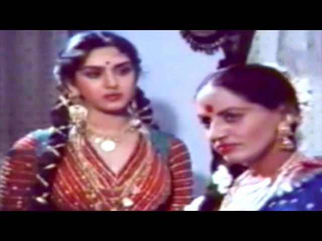 Rajesh Khanna Helping Meenakshi Sheshadri @ Awara Baap - Rajesh Khanna, Meenakshi