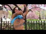 Bonnie Rotten Walks Topless Through NYC