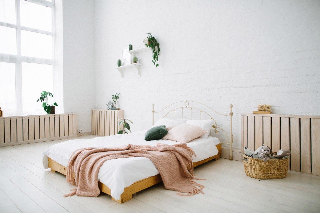 фотостудия с белой кроватью семенова
