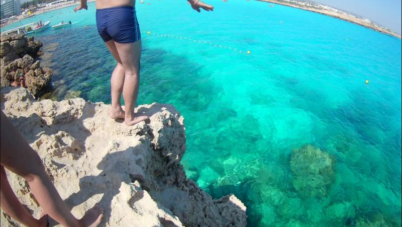 Мой прыжок со скалы Кипр пляж Нисси Бич