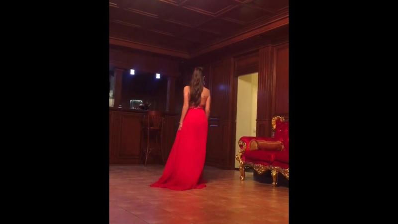 18 числа на свадьбу , а я схожу с ума от выбора платьев в @elysee_dress Я конечно выбрала то самое 😌 скоро вы его увидите ✌🏻