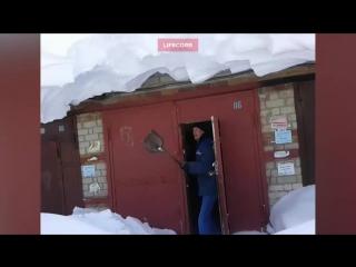 В Томске борются с последствиями снежного армагеддона