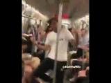Невероятный танец в метро