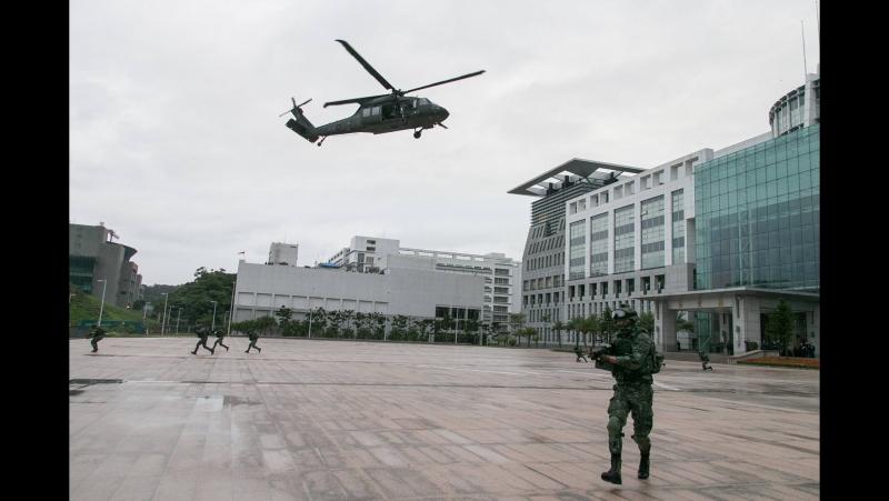 Тайваньские военные провели в Тайбэе тренировочные полёты многоцелевых вертолётов