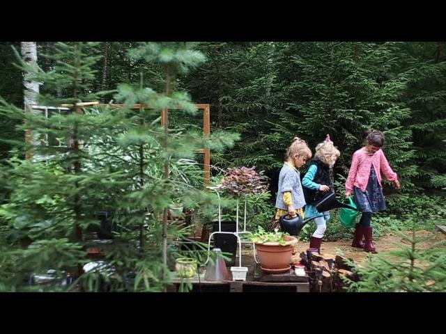 Где-то под Питером...в конце лета... Женя и ее дочери:Агата,Варя и Сашенька!