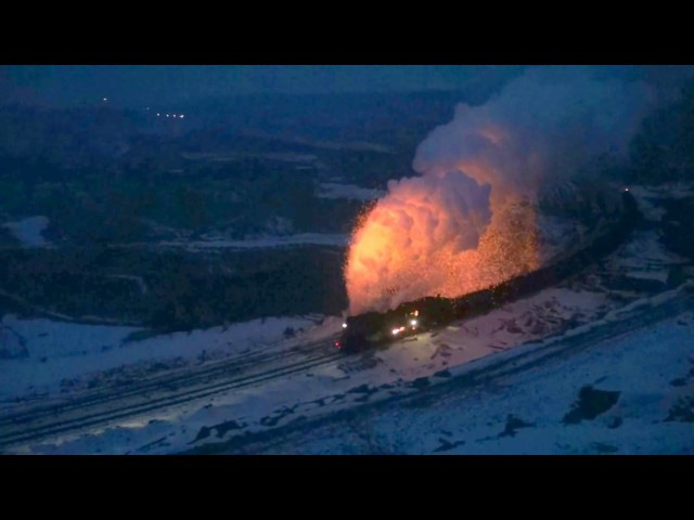 Fire sparks of Steam in Sandaoling Coal Mine Railway China (Dec.2016) 2 噴火する三道嶺炭鉱の蒸気機関車 (2016.12)2