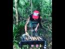 Александра Шева готовит в сейшельских джунглях армянский шашлык