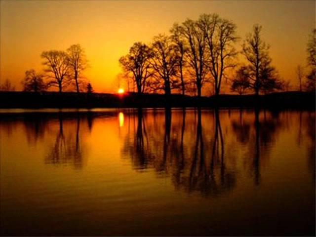 Tyliai leidžias pavargusi saulė žodžiai