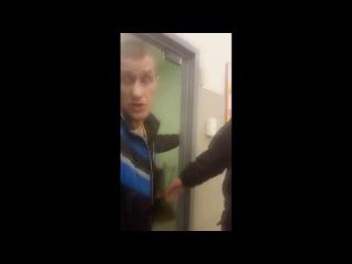 В Воронеже покупатели гипермаркета отбивали у охранников задержанную ими школь...
