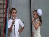 5) 2017.09.08_Д.К._концерт на день посёлка--Маленькая девочка, маленькому мальчику, задаёт вопрос