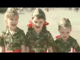 «Идёт солдат по улице» (в ТАКОМ исполнении я эту песню не слышал!) ♫