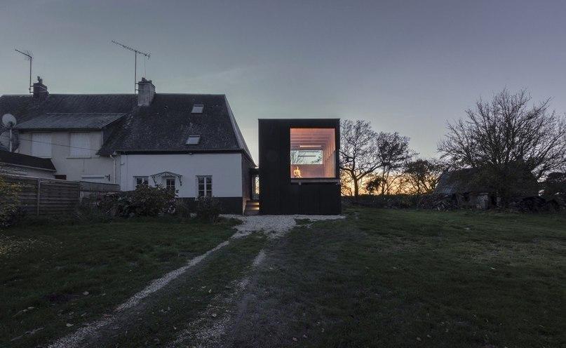 Поэтичная постройка во Франции  Небольшая пристройка площадью 60 кв.