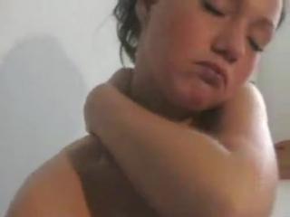 zheni-konchayut-doma-ot-masturbatsii