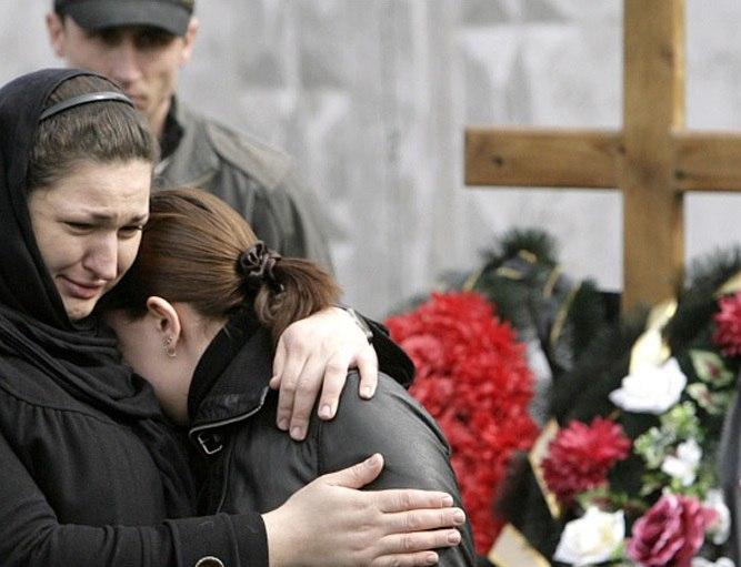 Мужчина наложил на себя руки из-за мертвой дочери, а она оказалась на его похоронах