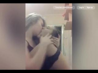 Пьяные девушки целуются в эфире Periscope
